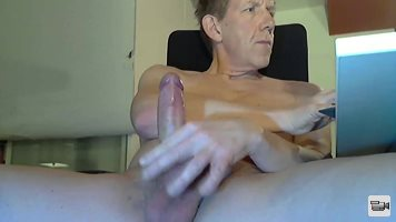 BennyK72 4 min. cumshot: This time I was so horny that I came after 4 minut...