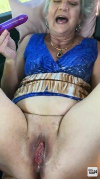 Sucking the cum off her vibrater